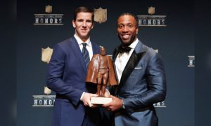 Eli Manning shares Walter Payton Man of the Year Award